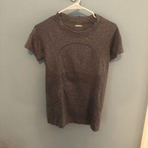 Lululemon swifts tech shirt